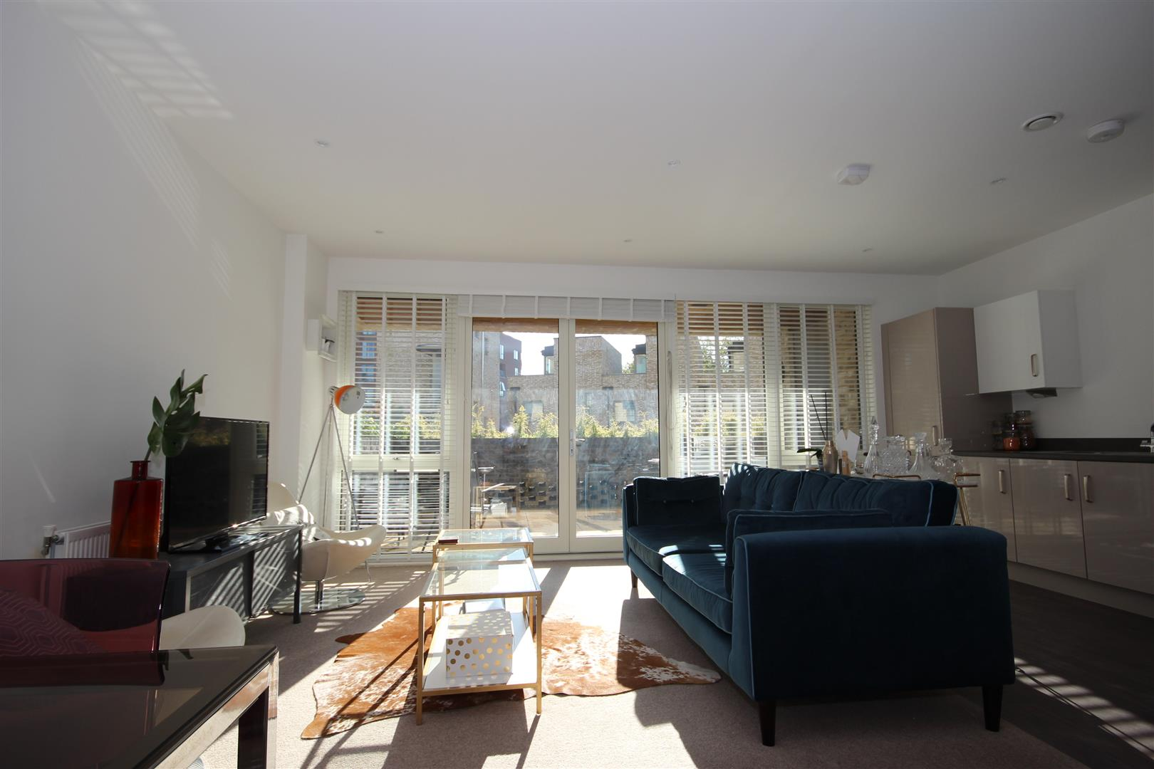 2 Bedrooms Apartment Flat for sale in Hilltop Avenue, London
